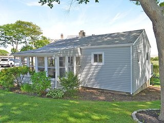 Beach Bungalow: The perfect getaway to two of Rockport's finest beaches!
