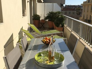 Baquis: Stylish 1 bedroom apartment with terrace in the centre