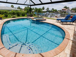 Dolphin Villa - Waterfront Pool Home