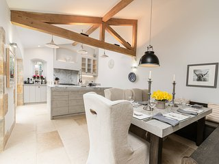 Washbrook Cottage is a stunning Cotswold stone property in Little Compton