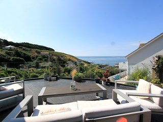 Beautiful Coastal Retreat,Overlooking the Bay,300 meters to nearest beach & pub