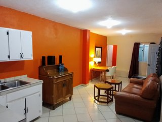 2 Bedroom Clean Apartment Hotel Room With WIFI #5
