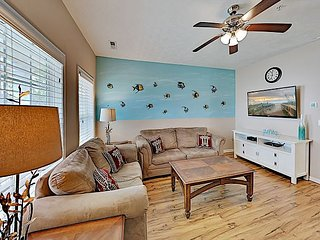 Charming Gulfstream Cottages Getaway with Pool, Walk to Beach & Dining