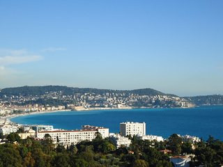 Le Trésor de Nice:  stunning view, fully equipped, free WiFi, phone, AC