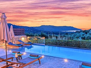 Minoas Villas Private Heated Pool
