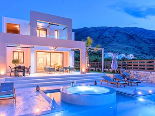 Minoas Maxima Villas 2 Heated Pools