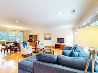 Comfortable dog-friendly home next door to rec center - blocks from beach access