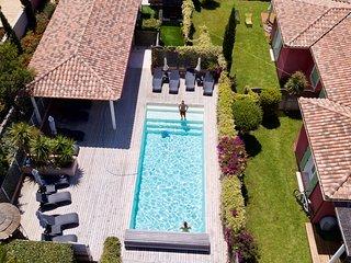 Villas 4**** Plage à pied-Piscine chauffée-Jacuzzi-Wifi Free-Fitness-Vélo élect