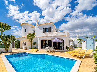 Modern and spacious, a family holiday villa with aircon, WiFi, pool & bbq