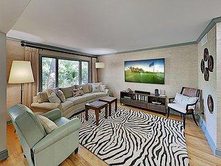 Lagoon-a Beach Villa: Fairway Oaks Villa w/ Resplendent Interior - Near Beach