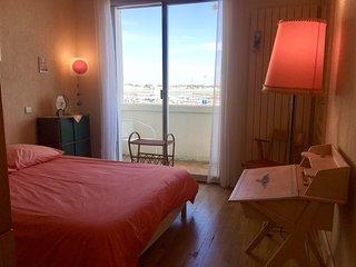 appartement spacieux de 115 m2 - double vue mer, jardin et 20 m de la plage.