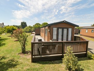 HOLLY LODGE, all ground floor, countryside views, Ref 977864