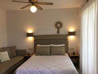 Villa Spiros - Ensuite studio sleeps up to 3 ppl