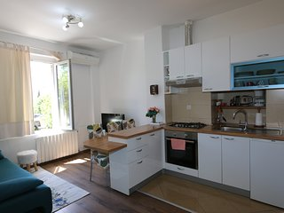 Rijeka city, Sunny apartment close to beach, city and Trsat castle