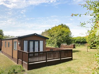 MAPLE LODGE, all ground floor, countryside views, Ref 977865