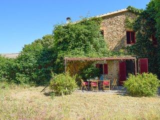 XVI-XVII century farmhouse located just 3.5 km. From the beach