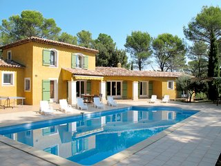 Nice home in Lorgues w/ Private swimming pool, 5 Bedrooms and Outdoor swimming p