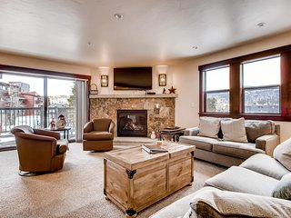 Family-friendly condo w/balcony & town views, fireplace, shared hot tub & pool