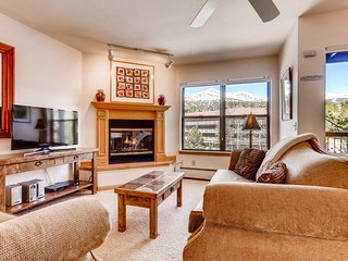 Downtown ski-in/ski-out condo w/shared outdoor pool, sauna, & fitness center!