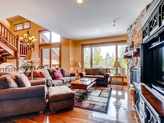 Spacious, dog friendly townhouse with private hot tub and a heated garage!