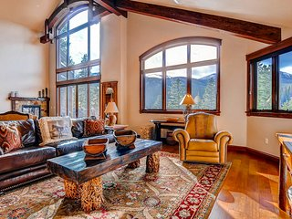 Spacious & private ski-in/out home w/private hot tub, gas grill, & mtn views
