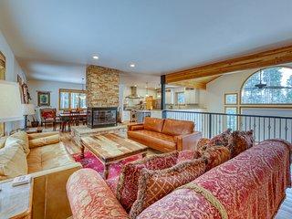 Stunning mountain home w/ firepit, games, & gourmet kitchen - close to mountain!