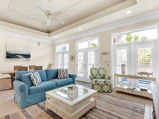 Beautiful Destin Pointe home w/beach access/private pool/hot tub/balcony/patio!