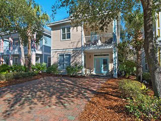 Large, Open Home, Shared Pool, Bike or Walk to the Gulf