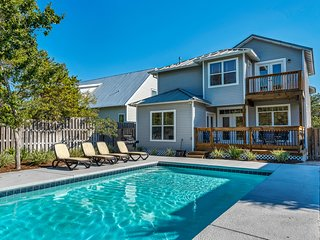 Stunning Beach House, Private pool, Minutes from the beach, Pet-Friendly