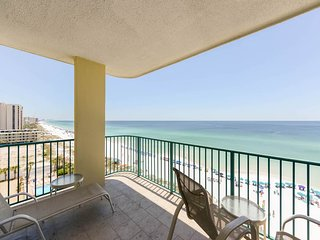 8th Floor Spacious condo, Beach service included, Minutes to dining
