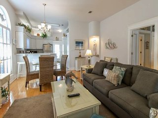 Cotton C&y - Beautiful Pet-Friendly Home in Destin! Patio, & Gas Grill!