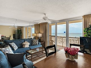 2nd Floor Inviting, gulf front condo, Stunning views, Minutes to entertainment