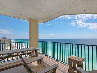 18th Floor Spacious, beachfront condo, Stunning views, Near Everything