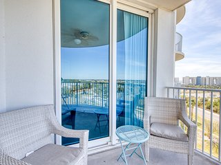 Charming, open unit, Resort amenities, Minutes to the gulf