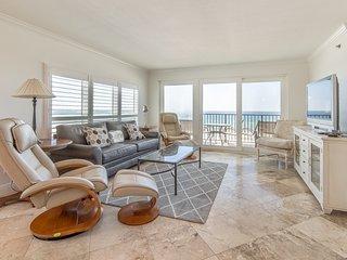 Sixth Floor Gulf-Front Condo On Okaloosa Island, On-Site Pool, Full-Kitchen