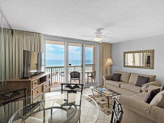 Comfortable gulf front condo, Stunning views, Minutes to dining