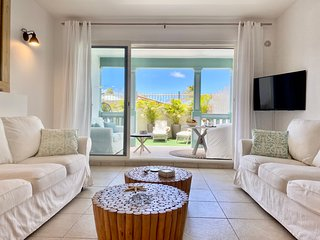 Cote Mer, gorgeous 1 bedroom condo 1st line on the beach