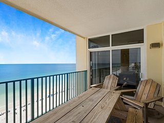 11th Floor Bright gulf front condo, Beach setup included, Close to entertainment