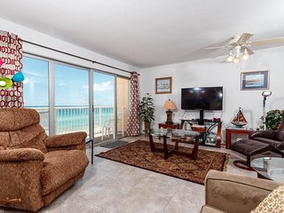 Bright, Open Condo, Beach Chairs Included, Quick Drive To Entertainment