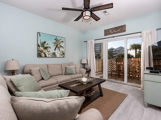Condo W/ Partial Bay View! Onsite Fishing Dock, Across From Beach, Pool Onsite!