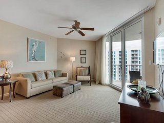 9th Floor Inviting, open condo, Resort amenities, Near Everything