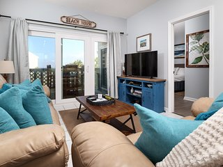 1st Floor Canal Front Home! Grill, Fishing Dock, Balcony, Sun Deck!