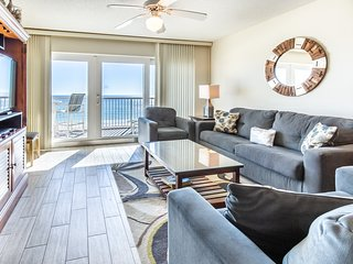 Beachfront Condo w/ Pool & Elevator, Beach Setup Included, Quick Drive To Dining