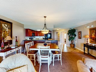 7th Floor Open, Airy Condo w/ 2 Beach Chairs Included, Close To Dining