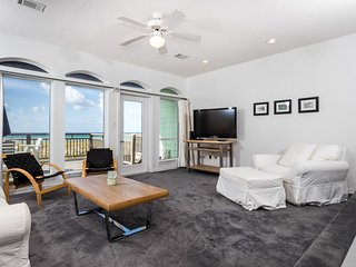 Private beach access townhome w/ a patio & room for everyone!