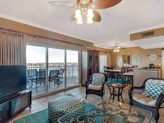 7th Floor Spacious Condo w/ Beach Chairs & Umbrella Included, Gulf-Front
