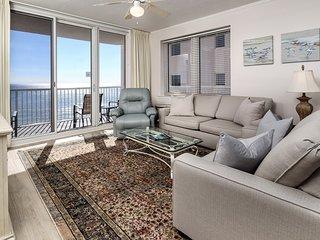 8th Floor Gulf-Front Condo w/ Views, Close To Local Restaurants