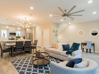 Updated townhome near beaches w/ beach chairs, umbrellas, shared pool, more!
