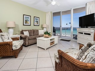 6th Floor Airy Condo w/ On-Site Pool & Hot Tub, Quick Walk To The Beach
