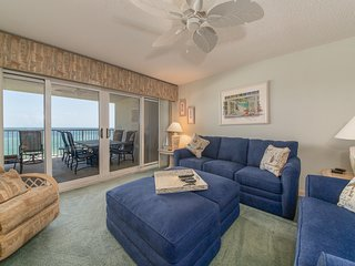 3rd Floor Comfortable Gulf-Front Vacation Rental, Pool & Hot Tub On-Site